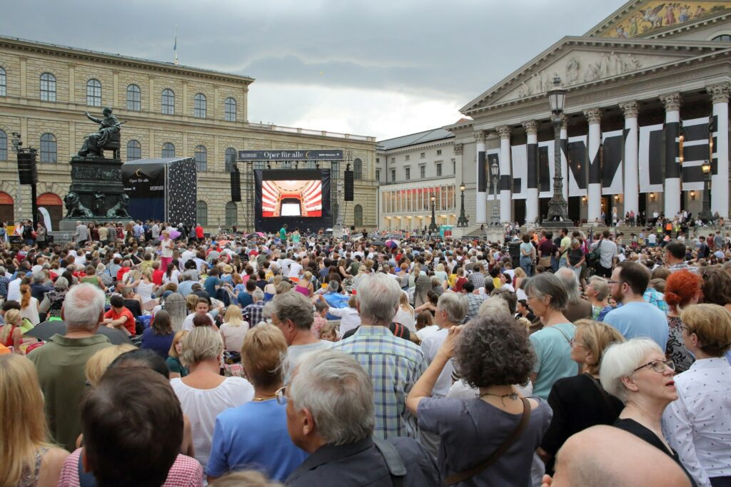 "Live relay of Bavarian State Opera's Tannhäuser during ""Oper für alle,"" July 9, 2017. Photo: W. Hösl"