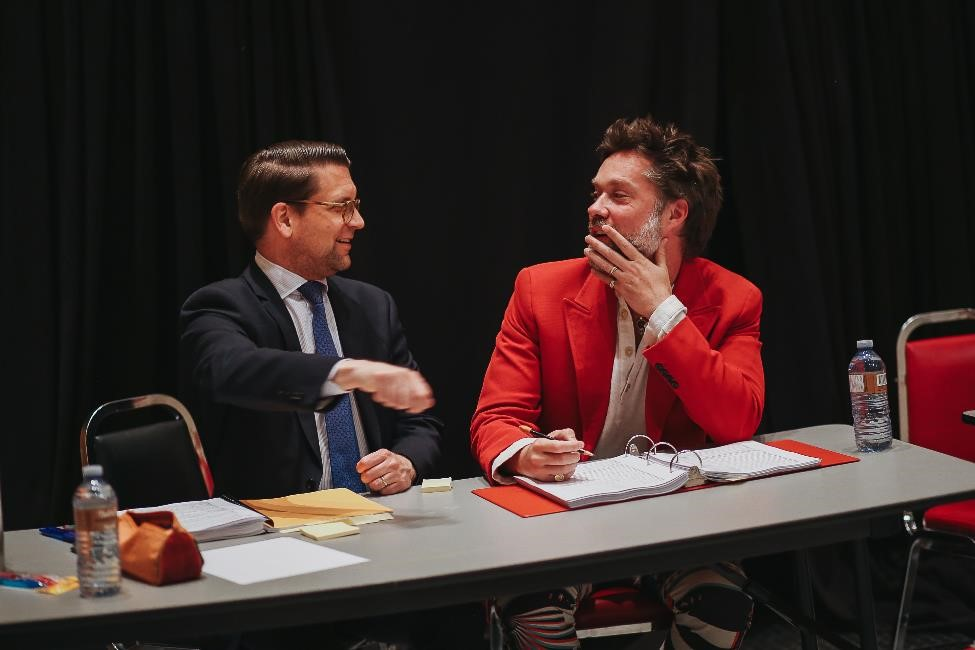 COC General Director Alexander Neef and composer Rufus Wainwright at an orchestra reading with the COC Orchestra, May 2018. Photo: COC staff