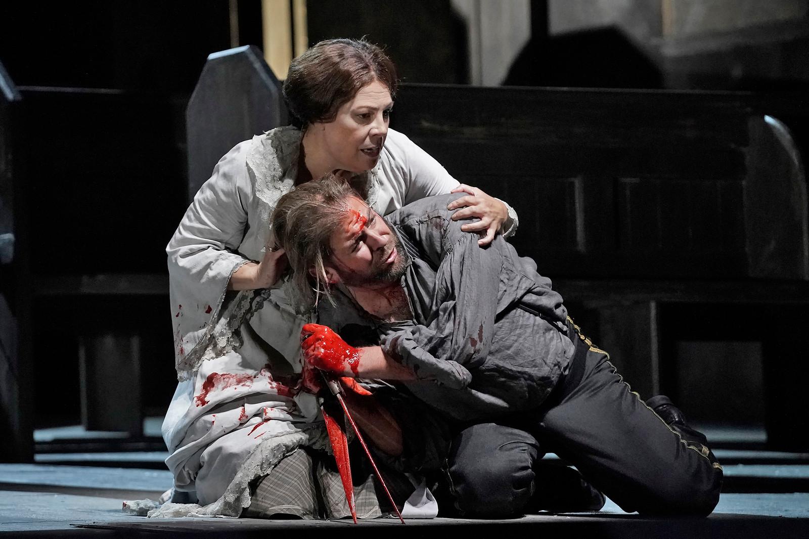 Sondra Radvanovsky as Lady Macbeth and Craig Colclough as Macbeth